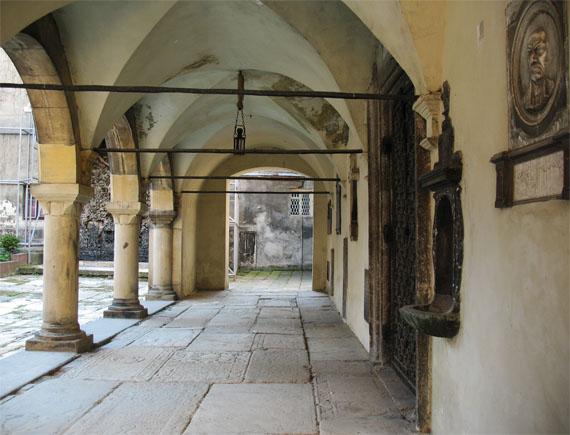 Аркада Армянского собора