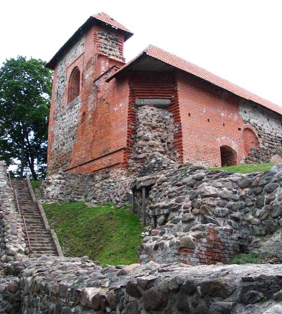 Остатки замковых сооружений
