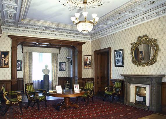 Один из кабинетов дворца в Массандре
