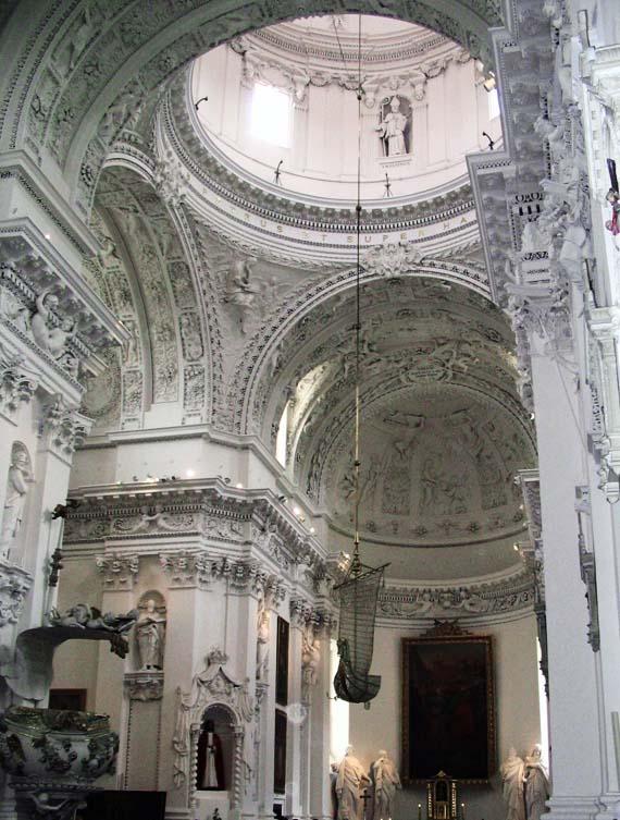 Внутри костела Святых Петра и Павла