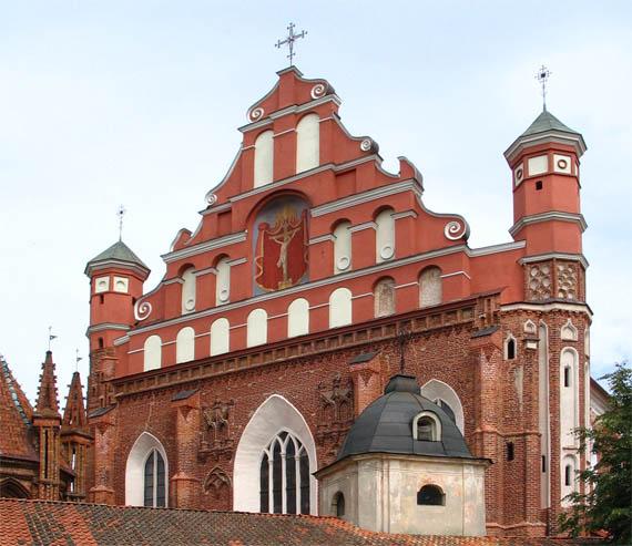 Главный фасад Бернардинского костела