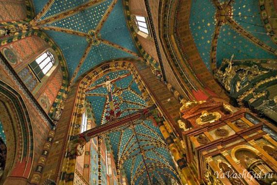 Внутри Мариацкого костела