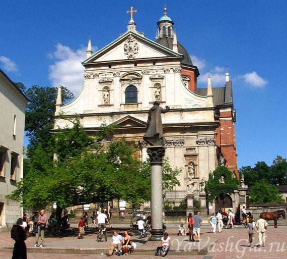 Вид на костел с площади Св. Марии Магдалены