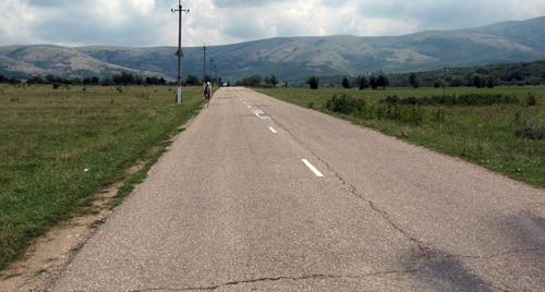 Дорога к пещере от поворота с трассы