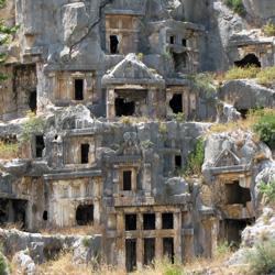 Обрамление многих гробниц хорошо сохранилось