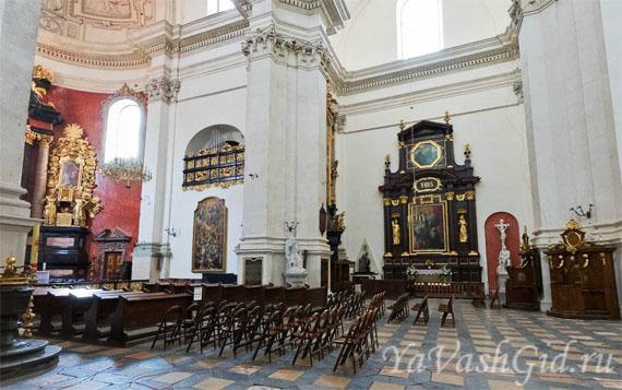 Интерьер костела Св. Петра и Павла в Кракове